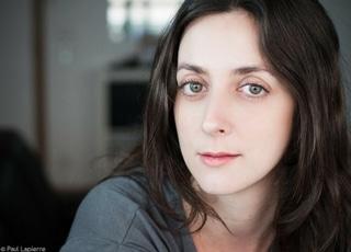 Sophie Cartier, comédienne de la compagnie Koalako, joue dans la pièce de théâtre en anglais Jackie and the Horrible Family